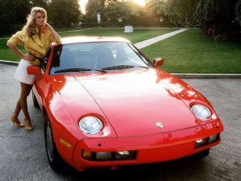 Pink Cars and Retro Girls Will Remind You of the Playboy