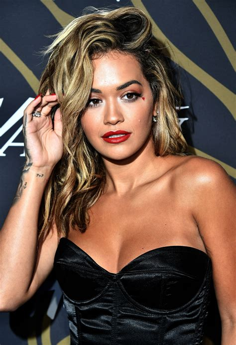 Fans freak out over Rita Ora's dramatic new blonde