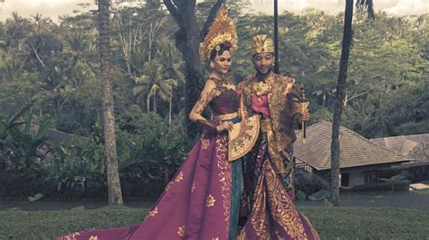 Chrissy Teigen Stuns in Traditional Bali Clothing in