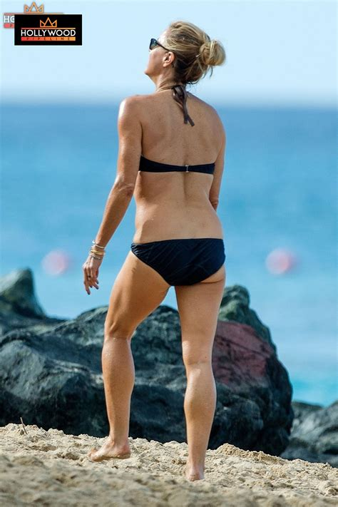 Tea Leoni Takes Fit Body To Barbados Beach - Hollywood
